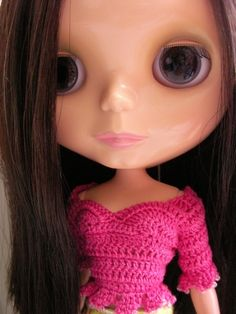 free crochet pattern for this sweater for blythe or skipper - scroll down for pattern