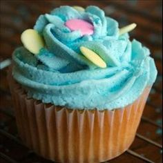 Buttercream Icing on BigOven: A classic icing recipe, I was given in cake decorating class
