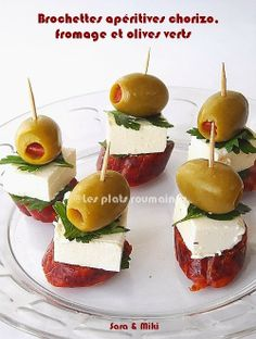 Easy Appetizer Ingredients: * Chorizo sausage (dried meat, no matter what type it is, cut into 1 cm thick. Skewer Appetizers, Appetizer Plates, Appetizers For Party, Appetizer Recipes, Simple Appetizers, Parmesan Chips, Snacks Saludables, Clean Eating Snacks, Finger Foods