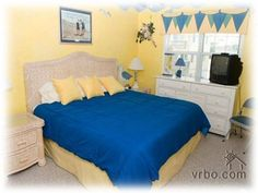Guest bedroom with king-size bed