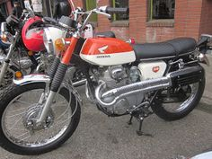 Honda might not have been the first motorcycle maker to market a high-pipe, scrambler with the Honda but it was probably the most successful. Vintage Honda Motorcycles, Honda Bikes, Honda Cb, Cars And Motorcycles, Honda Scrambler, Japanese Motorcycle, Tank Design, Classic Motors, Street Bikes