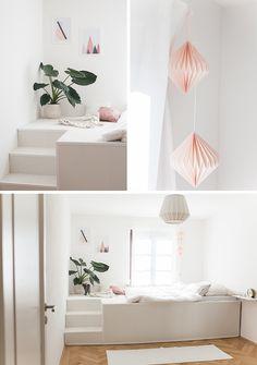DIY-Bett mit Anleitung. Dieses tolle Podestbett hat Tom für uns gebaut und wir haben ein tolles DIY-Video für euch gedreht. Ein helles Zimmer mit rosa Details und einer tollen Pflanze ist eine schöne Wahl für ein getting ready bei der Hochzeit.