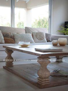 Mesa ratona café style, en madera oregon. Patina a elección. Encontrala en www.raiznegra.com !