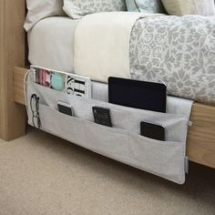16 ideas for college dorm room organization. These ideas are perfect for freshman year. The best college dorm room organization ideas. Bedside Pocket, Bed Pocket, Uni Room, Tidy Room, Ideas Para Organizar, College Dorm Rooms, Uf Dorm, College Dorm Bathroom, College Closet