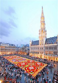 """Every year a """"flower carpet"""" is set up in Brussels, Belgium"""