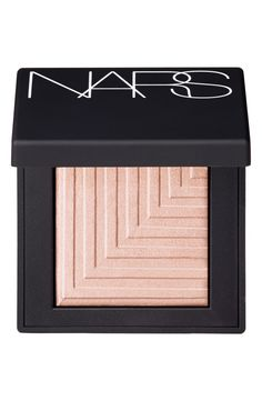 This NARS eyeshadow is a luxurious, smooth formula with a transformative texture that goes on dry for a sheer soft touch of sensual color or wet for a dramatic impact.