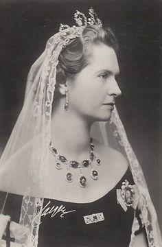 thetudorswiki: Princess Sybilla of Sweden, nee Princess of Saxe-Coburg-Gotha, wearing the Connaught Tiara Royal Crowns, Royal Tiaras, Queen Of Sweden, Royal Monarchy, Prince Crown, Swedish Royalty, Casa Real, Crown Princess Victoria, Royal Jewelry