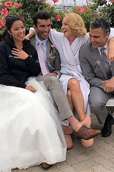 We've had five seasons of Jane the Virgin, and now it's all over. The well-loved CW series wrapped up its final season on July and the close-knit cast took Cw Series, Best Series, Best Tv Shows, Series Movies, Favorite Tv Shows, Justin Baldoni, Jane The Virgin Rafael, Jane And Rafael, Gina Rodriguez