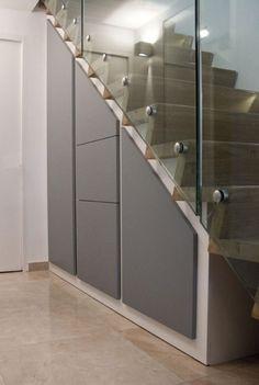 """Rangements sous escalier Contreplaqué peuplier Système d'ouverture """"pousse-lâche"""""""