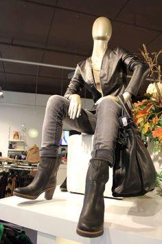 Paspop shoot! #fashion #schoenen #jeans #dresspoint #etalage #leer #suede #schoen #boots #fashionforwomen #fashionista #heerhugowaard #fall #herfst #mode #modewinkel #collectie #kleding #shoppen #onlineshoppen #shop #online #broek #leuk #leukste #mooie #mooi #winterkleding #herfstkleding #hoed #blouse #tas #tassen #tasje #blousje #sjaal #wol #geel #vest #trui #broeken #pantalon #jas #jasjes #jassen