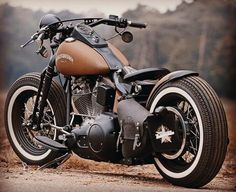 Learn the basics of how to design a bobber motorcycle from a Honda CB Four by discussing the simple aspects of the frame and lines. This one is a fantastic bobber walk-through you don't want to pass up on. Motos Honda, Motos Bobber, Bobber Bikes, Bobber Motorcycle, Bobber Chopper, Cool Motorcycles, Softail Bobber, Sportster 883, Classic Motorcycle