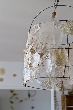 Lace Doilies on wire frame for a shabby chic light fixture ZsaZsa Bellagio Shabby Chic, Shabby Vintage, Wire Art, Lamp Shades, Diy And Crafts, Craft Projects, Creations, Crafty, Inspiration