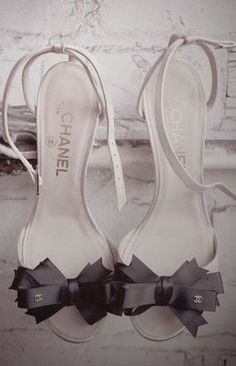 Chaussure CHANEL : #Channel #Ribbon #Sandales adorable :)