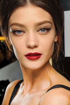 red lips - cat eyes
