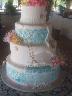 Precioso cake inspirado en la Pollera! Panama Wedding Cake Decorations, Wedding Cakes, Panama, Sister Wedding, My Heritage, Sweet 16, Big Day, Ale, Cake Decorating