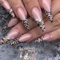 50 leopard print nail art designs Leopard print nails are a favorite of many girls. If you are looking for leopard print nail art designs, these 50 kinds of leopard print nai Pointed Nail Designs, Nail Art Designs, Nails Design, Acrylic Nail Designs, Nail Swag, Jolie Nail Art, Leopard Print Nails, Pointed Nails, Nails First