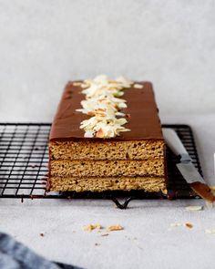 Waniliowy sernik z musem czekoladowym - Justyna Dragan Butcher Block Cutting Board, Graham, Bread, Food, Brioche, Brot, Essen, Baking, Meals