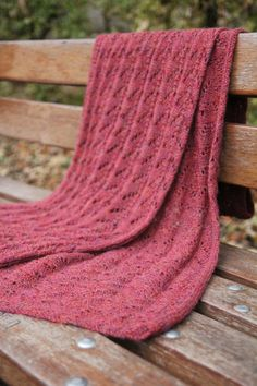 The alpaca in the wild . Knitted Poncho, Knitted Shawls, Free Knitting, Knitting Patterns, Scarf Tutorial, Yarn Thread, Lace Scarf, Shawls And Wraps, Lana