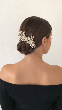Lovely ballerina like updo Easy Hairstyles, Wedding Hairstyles, Up Styles, Hair Styles, Sleek Updo, Half Up Half Down Hair, Bridal Updo, Wedding Looks, Wire Work