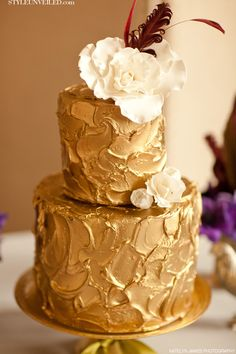 Gold Wedding Cake by K Rose Cakes / Katelyn James Photography / Style Unveiled