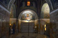 O Mausoleu di Galla Placidia, cheio de sarcófagos e mosaicos