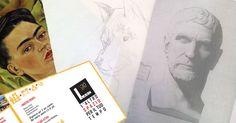 Postazione di lavoro-con disegni e Frida Kahlo e brochure Spazio per il tuo tempo. L'Altro spazio 3.0 dove svolgere corsi e laboratori d'arte a palermo