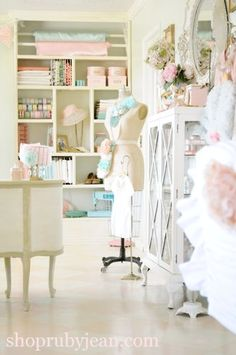 34 ideas for sewing room interior shabby chic Vintage Sewing Rooms, Sewing Spaces, My Sewing Room, Vintage Room, Vintage Style, Vintage Inspired, Space Crafts, Home Crafts, Craft Space