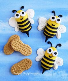 Bumble Bee Cookies - Decorate Nutter Butter Cookies with Candy Clay Bee Cookies, Nutter Butter Cookies, Chocolates, Yellow Candy, Modeling Chocolate, Bee Theme, Candy Melts, Baby Shower, Cute Food