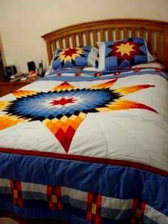 Diane's Native American Quilts I've gotten an eagle star quilt presented to my father I would love to honour my son Darren and his beautiful love Stephanie with such a gift. For they have warmth all their lives and the lives you touch. Lone Star Quilt Pattern, Star Quilt Patterns, Star Quilts, Quilt Blocks, Quilting Projects, Quilting Designs, Quilting Ideas, Southwest Quilts, Native American Patterns