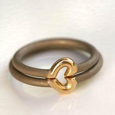 Jacek Byczewski, obrączki ślubne / wedding rings Pendant Jewelry, Jewelry Art, Jewelry Rings, Jewelery, Silver Jewelry, Jewelry Accessories, Jewelry Design, Contemporary Jewellery, Modern Jewelry