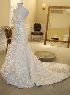 I'm in love with this Pnina Tornai dress, but not the $11,800.00 price tag, yikes!