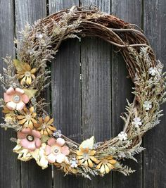 How To Make A Tattered Florals Wreath Diy Wreath, Grapevine Wreath, Diy Flowers, Spring Flowers, Spring Projects, Diy Projects, Crafts Beautiful, Fall Wreaths, Door Wreaths