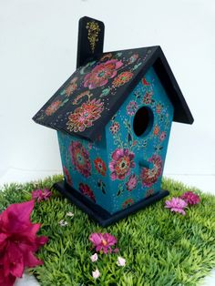 Cool Bird Houses, Bird Houses Painted, Crafts For Girls, Arts And Crafts, Dove House, Collections Of Objects, Diy Bird Feeder, Country Paintings, Wooden Crafts