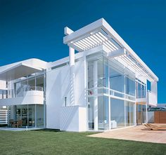 To know more about Richard Meier Beach House, Malibu, California, visit Sumally, a social network that gathers together all the wanted things in the world! Featuring over 11 other Richard Meier items too! Container Architecture, Houses Architecture, Architecture Design, Residential Architecture, Architecture Wallpaper, Chinese Architecture, Architecture Office, Futuristic Architecture, Amazing Architecture