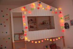LA chambre multicolore - Basephine  lit kura, kura bed, kura hack  lit cabane  la case de cousin paul  guirlande lumineuse