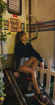Catchy Summer Outfits To Wear Everyday Lisa Bp, Jennie Blackpink, Thai Princess, Lisa Blackpink Wallpaper, Black Pink Kpop, Blackpink Photos, Look Boho, Blackpink Fashion, Blackpink Jisoo