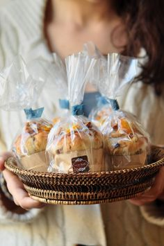 Mini-Panettone perfectly gifted from the children to the elderly Cake Packaging, Pan Dulce, Christmas Baking, Christmas Cakes, Diy Christmas, Holiday, Food Gifts, Diy Food, Breakfast Recipes