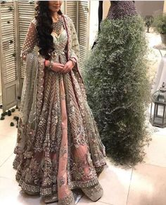 A-Line Wedding Dresses Collections Overview 36 Gorgeou… Indian Bridal Outfits, Pakistani Wedding Dresses, Pakistani Outfits, Indian Dresses, Asian Wedding Dress, Asian Bridal, Moda Indiana, Glam Look, Designer Bridal Lehenga