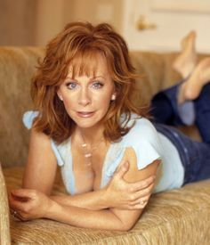Sexy and Stunning Reba McEntire Country Female Singers, Country Music Artists, Country Music Stars, Beautiful Women Over 50, Beautiful Redhead, Reba Mcentire, Timeless Beauty, Sexy Older Women, Beautiful Actresses
