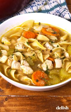 chicken noodle soup Looking for an easy chicken noodle soup recipe? This homemade one from is the best! Soup Recipes, Chicken Recipes, Cooking Recipes, Healthy Recipes, Recipies, Noodle Recipes, Simple Recipes, Healthy Soup, Crack Chicken Noodle Soup