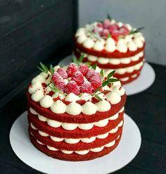 Looks like red velvet with whipped cheese cake filling and f.- Looks like red velvet with whipped cheese cake filling and fruit Mini Cakes, Cupcake Cakes, Cake Fondant, Cupcake Recipes, Dessert Recipes, Cookie Recipes, Bolo Red Velvet, Red Velvet Cakes, Bolos Naked Cake