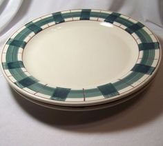 2 Hartstone Buffalo Check Dinner Plates Green Red Plaid Christmas Gingerbread #Hartstone #Classic