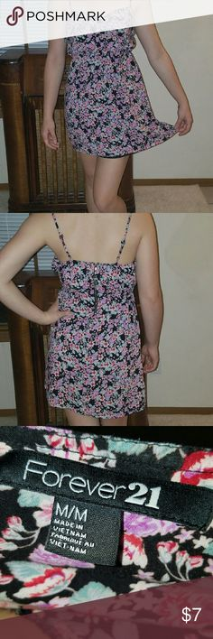 Baby doll dress Floral Forever 21 baby doll dress. Zips up in the back comfortable, and looks really cute with a wide belt. Stretchy under the bust line. Forever 21 Dresses High Low
