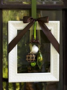 Weekend Inspiration: Wreaths, Wreaths, and More Wreaths - Round of different wreaths for holiday decorating. Each one is different. Take a look. For the full po…
