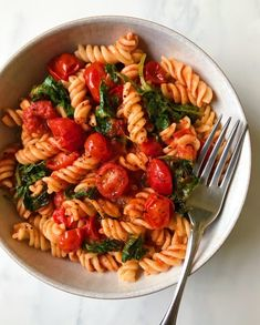 Hearty Kale and Marinara Pasta - minimaldesign.supertahmin- Hearty Kale and Marinara Pasta – minimaldesign.supertahmin Hearty Kale and Marinara Pasta – - Healthy Dishes, Healthy Dinner Recipes, Healthy Snacks, Vegetarian Recipes, Healthy Eating, Cooking Recipes, Pescatarian Recipes, Diet Recipes, Easy Snacks