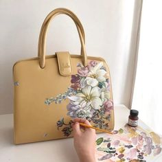 A hoard of riches. Painted Bags, Painted Shoes, Leather Art, Painting Leather, Sac Hermes Kelly, Leather Bag Pattern, Embroidery Bags, Hand Painted Dress, Art Bag