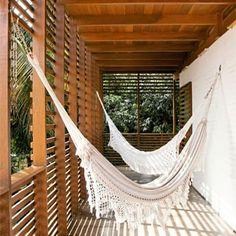 Um bom lugar para descansar! Deck suspenso + Fechamento lateral em Brise - Madeira Cumaru www.ecomadeiras.com.br - Telefone: (19) 3256-5271 ou WhatsApp (19) 9.9724-2447 #ecomadeirasbrasil #architecture #arquitetura #paisagismo #instadecor #arquiteta  #arquiteto #paraiso #sombraeaguafresca #decorações #ideias #inovando #ideiasemmadeira #campinas #sorocaba #atibaia #sousas #vinhedo #riodejaneiro #saopaulo #indaiatuba #paulinia #mooca #vilamadalena #vilamada #pinheiros #paulista