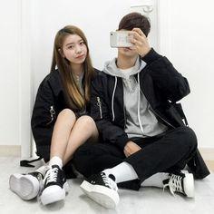 Korean Couple Fashion Outfits ideas for couples ♥ . Matching Couple Outfits, Matching Couples, Cute Couples, Stylish Dpz, Girl Outfits, Fashion Outfits, Korean Couple, Ulzzang Couple, Fashion Couple