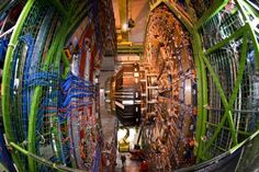 El gran colisionador de hadrones quiere desplazar los límites de la física adentrándose en lo desconocido con unos ensayos que en unos meses, o quizá años, podrían desembocar en el hallazgo de nuevas partículas que cambien nuestra visión sobre la formación del universo.