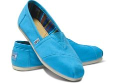 big pop of color for maximum boardwalk-ness with these bright blue canvas classics